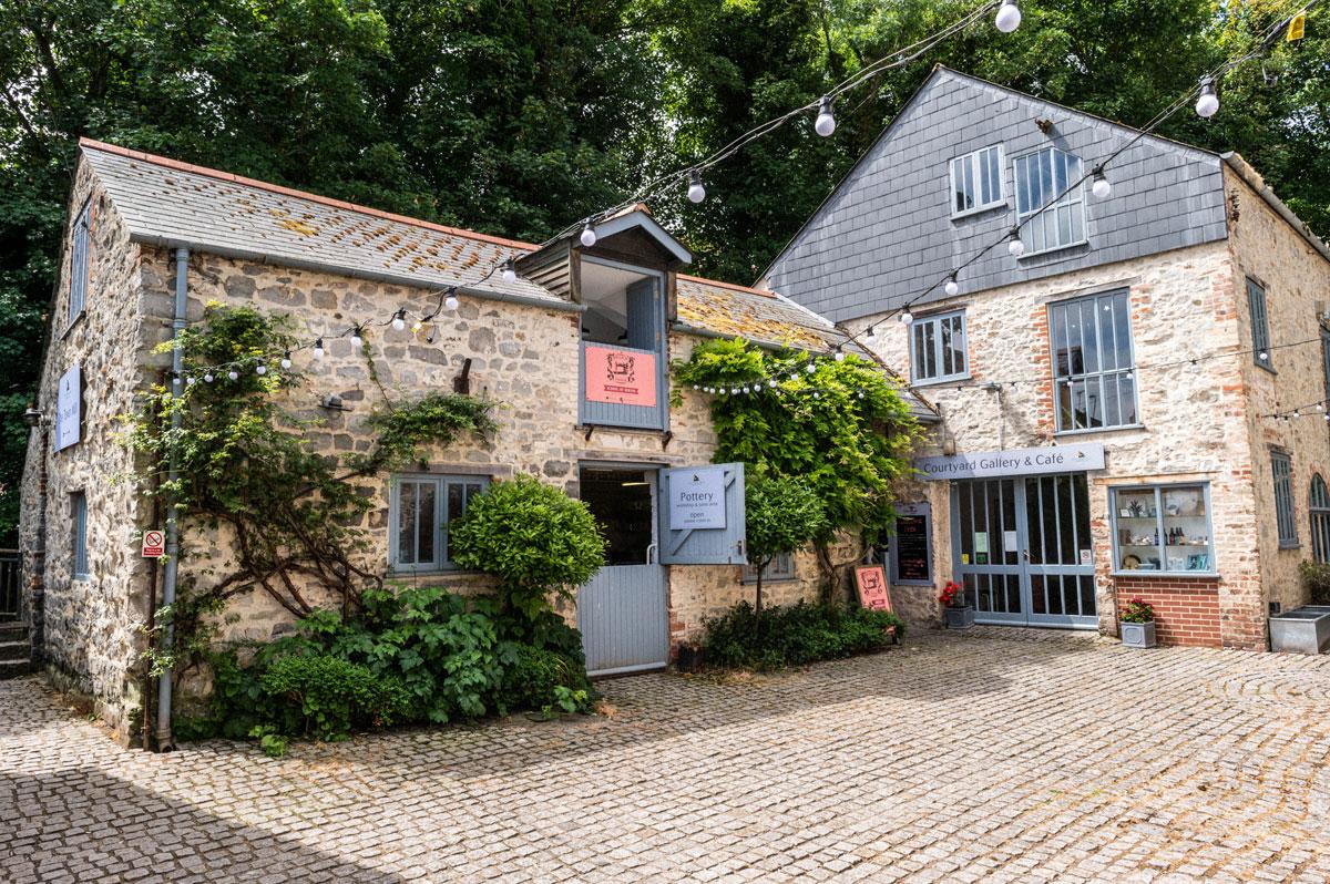 Image of Carolines Sewing Studio in Lyme Regis